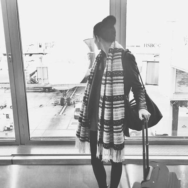 how to look stylish at the airport, how to look stylish while traveling, how to look good while traveling