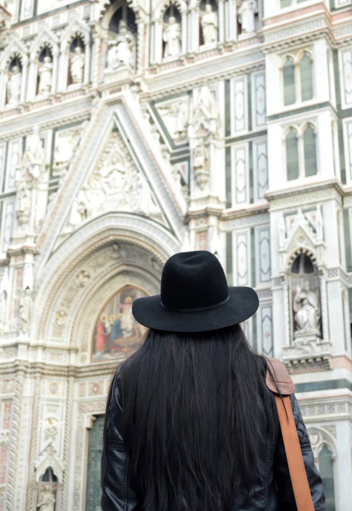 Girl with hat, facing Florence Cathedral