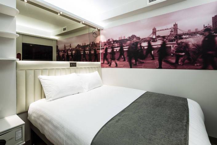 Stylish Budget Hotels in London - These 8 hotels are budget-friendly but still stylish and classically London. Here's where you should stay when you visit London!