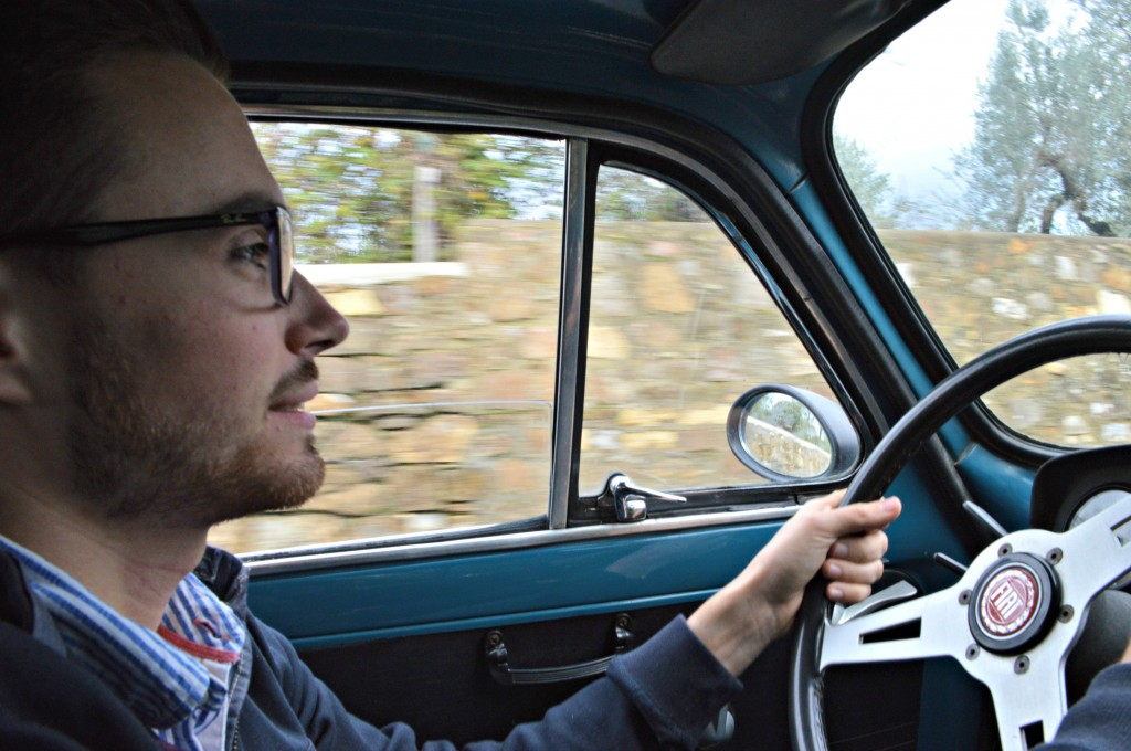 Tom driving fiat 500, fiat tour tuscany