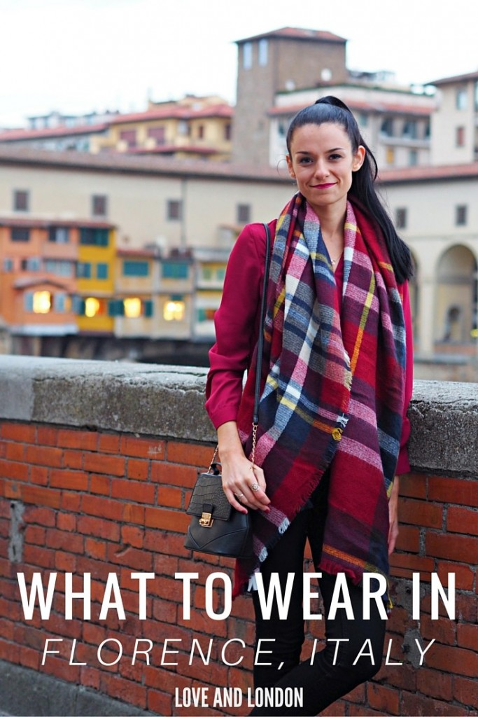 Click through for a video lookbook of what to wear on holiday/vacation in Florence, Italy. Three stylish outfits for inspiration for what to wear in Florence during the cold fall or winter season.