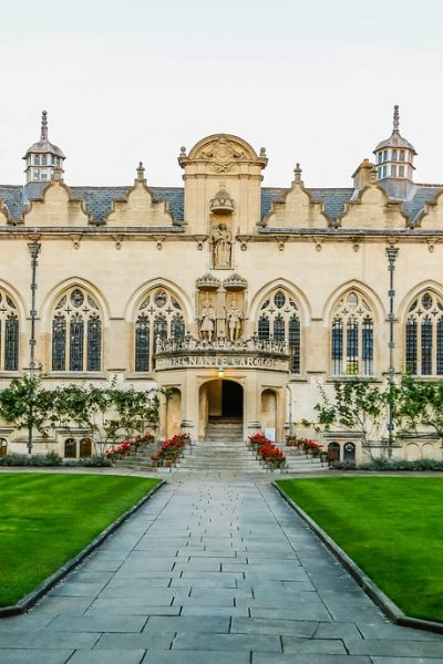 Day trips to take when visiting London. Oxford is a popular day trip to take when you're in London.