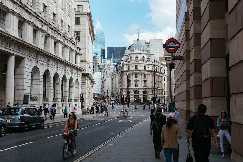 17 Important Things To Do Before Moving To London - open a bank account with a UK bank
