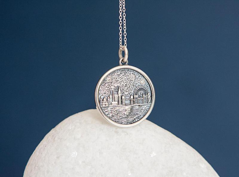 Present ideas/ Sterling Silver London Skyline Disc Pendant Necklace